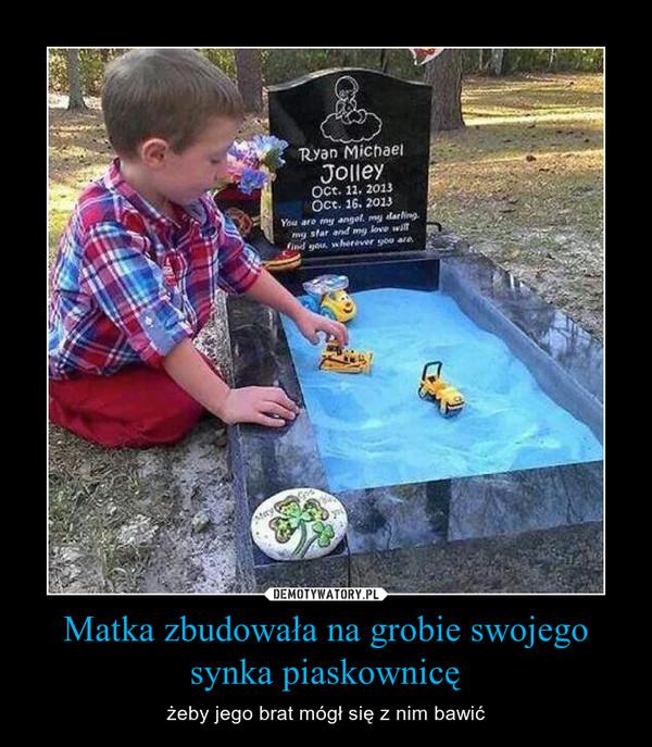 Matka zbudowała na grobie swojego synka piaskownicę – żeby jego brat mógł się z nim bawić