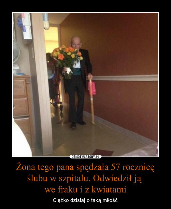 Żona tego pana spędzała 57 rocznicę ślubu w szpitalu. Odwiedził ją we fraku i z kwiatami – Ciężko dzisiaj o taką miłość