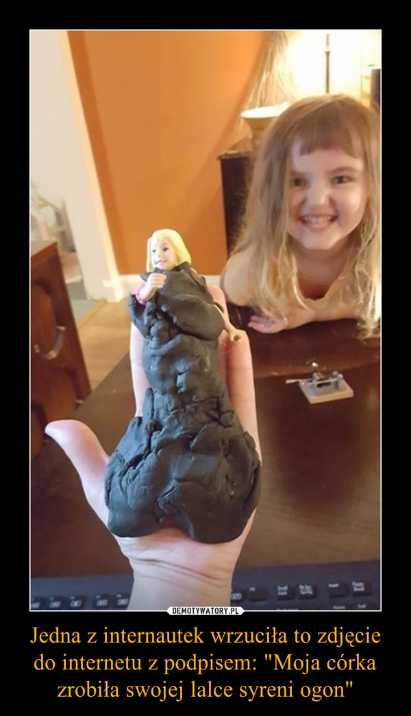 """Jedna z internautek wrzuciła to zdjęcie do internetu z podpisem: """"Moja córka zrobiła swojej lalce syreni ogon"""" –"""