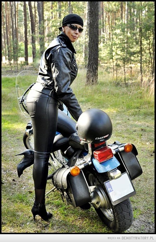Gdy jesteś motocyklistą – Kiedy w nocy próbujesz usnąć ale wczoraj byłeś na zlocie .