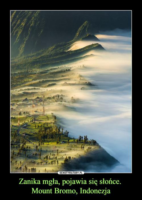 Zanika mgła, pojawia się słońce.  Mount Bromo, Indonezja