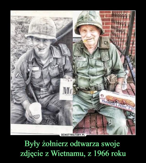 Były żołnierz odtwarza swoje  zdjęcie z Wietnamu, z 1966 roku