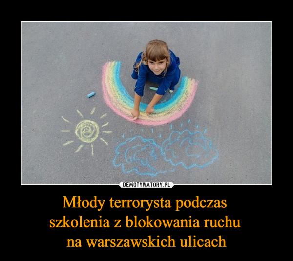 Młody terrorysta podczas szkolenia z blokowania ruchu na warszawskich ulicach –