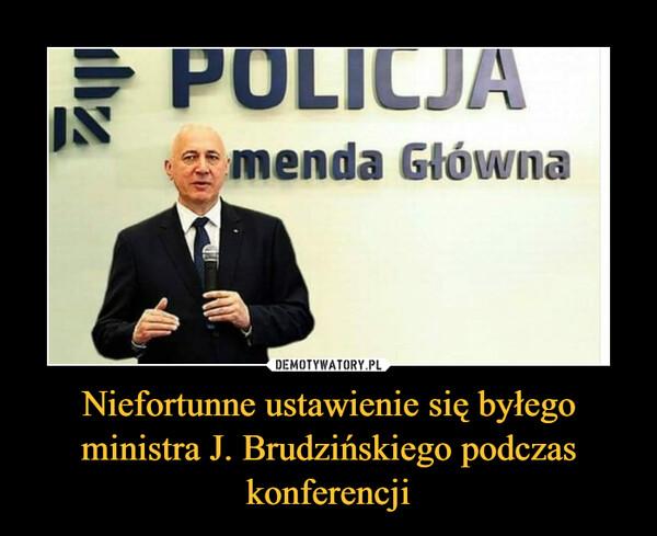 Niefortunne ustawienie się byłego ministra J. Brudzińskiego podczas konferencji –